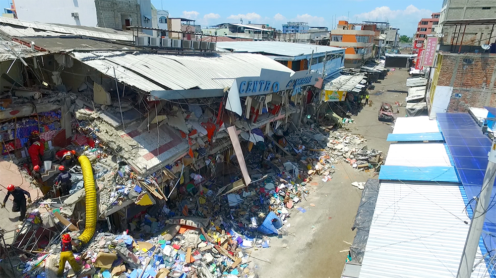 Manta tocada por el terremoto