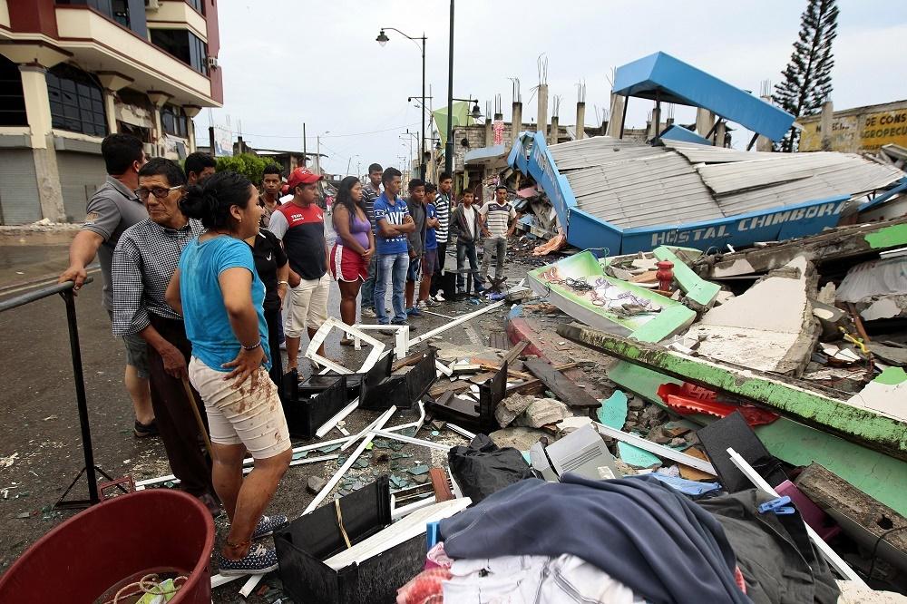 Terremoto en Ecuador deja al menos 233 muertos