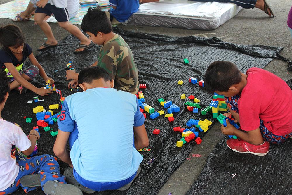 Solidaridad, bálsamo que trata de curar las heridas del terremoto en Ecuador