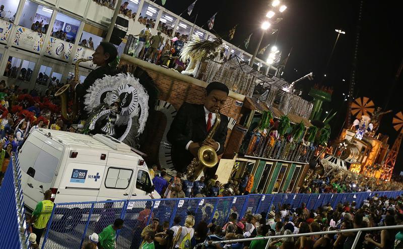Derroche de alegría, sensualidad y colores en el Carnaval de Río de Janeiro