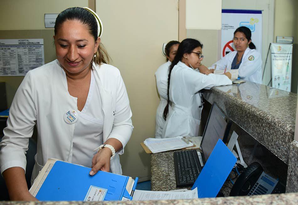Mujeres manabitas celebran su día trabajando