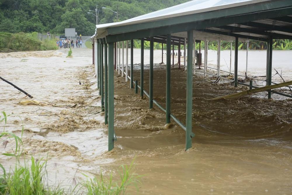 Varios cantones de Manabí inundados tras soportar  más de 10 horas de lluvia