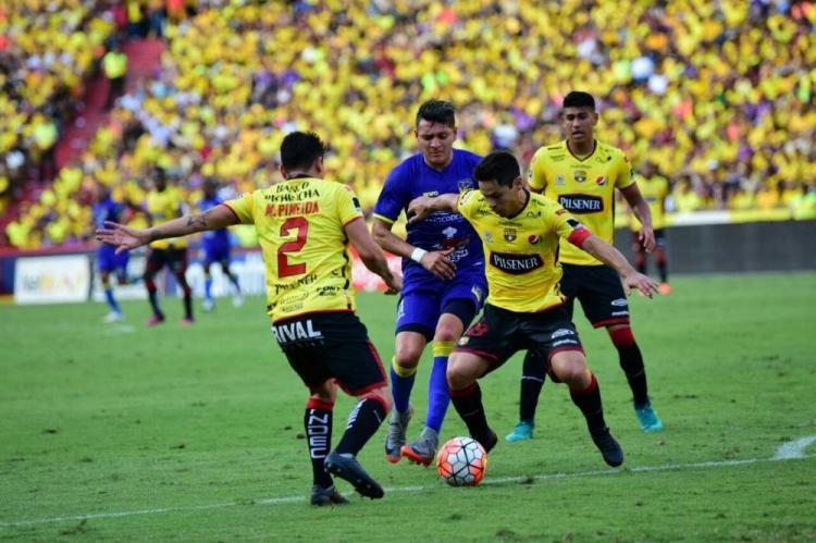 Delfín a un punto de ganar la etapa tras vencer 2-1 a Barcelona SC en el Monumental