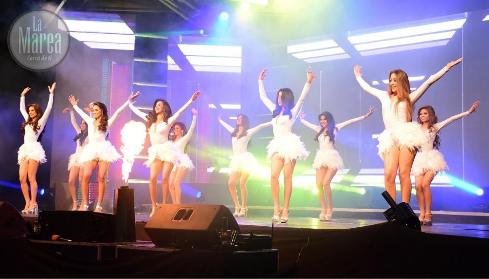 El evento inició con un opening protagonizado por las 10 candidatas del certamen.