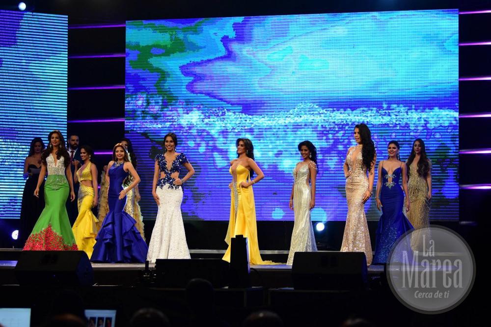 Las candidatas desfilaron en traje de baño y de gala, mientras el jurado las evaluaba en elegancia y donaire.