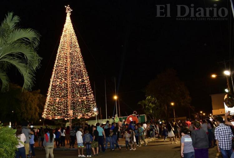 Las luces del árbol de Ediasa encendieron la Navidad