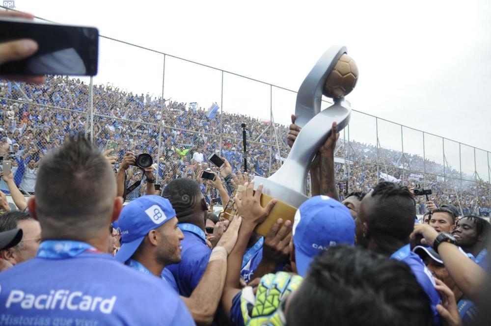 La vuelta olímpica se dio en medio de euforia y alegría por la estrella 14 del club guayaquileño.