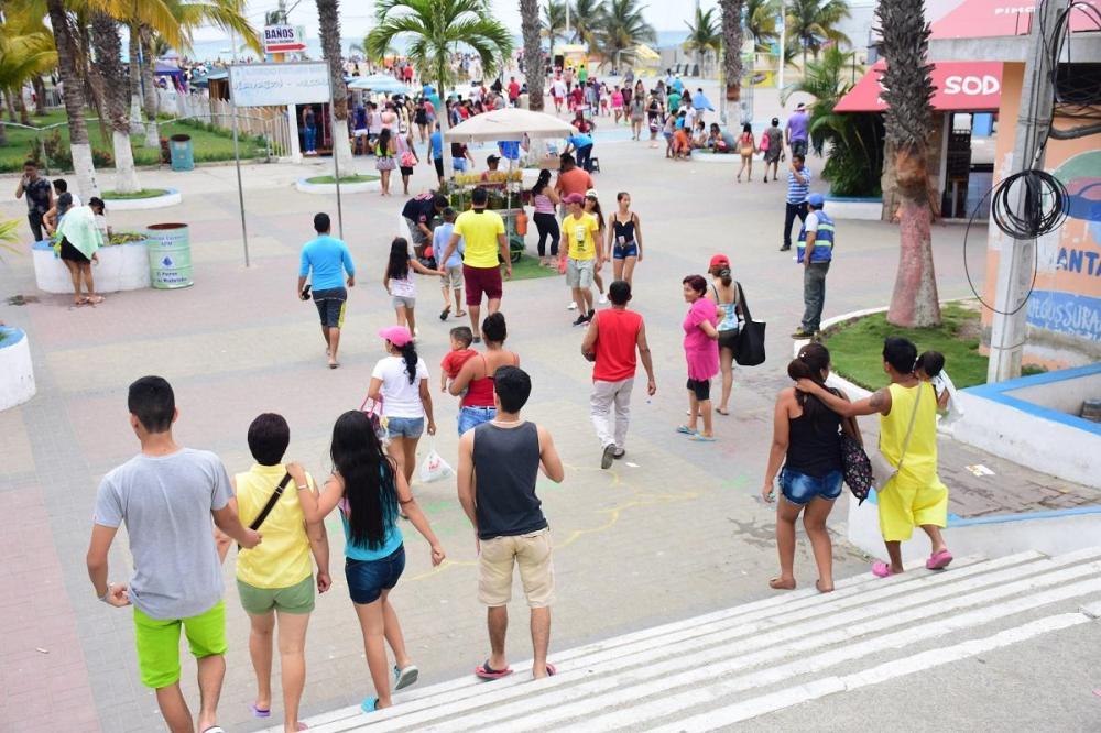 La playa 'El Murciélago' fue una de las más visitadas de Manta durante este feriado de año nuevo.