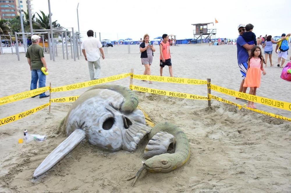 En 'El Murciélago' se pudo ver esculturas de arena, lo cual llamó la atención de los turistas que visitaron el lugar.