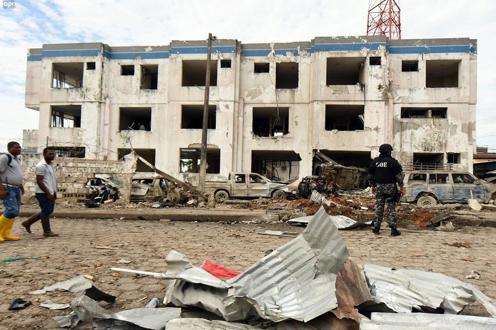 El atentado no provocó víctimas mortales, pero sí heridas leves a policías y civiles.