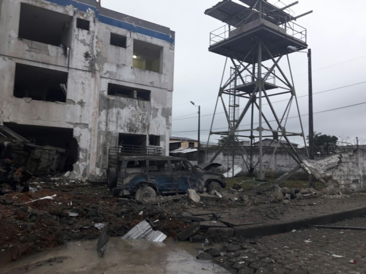 Atentado con coche bomba en cuartel policial en San Lorenzo, Esmeraldas, deja más de 20 heridos