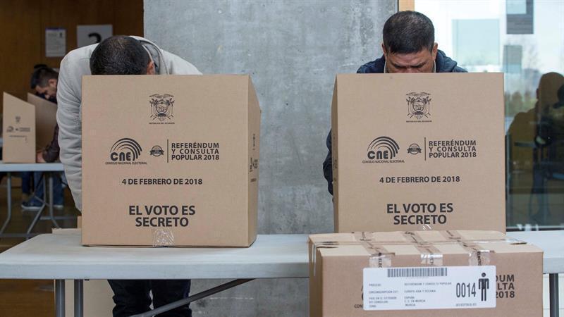 46.000 ecuatorianos acudieron a votar en España pese al temporal de frío y nieve.