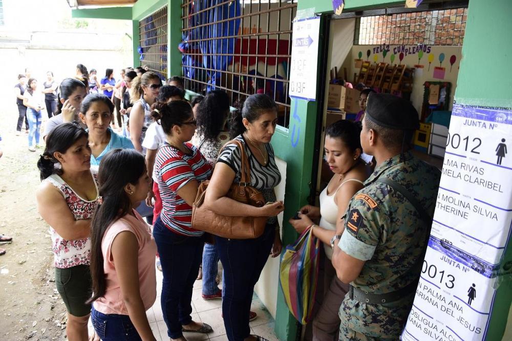 En Manabí se vivió un día de altas temperaturas, lo cual no generó problemas en el desarrollo de las votaciones.