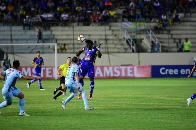 Delfín debutó con un empate ante Bolivar en Copa Libertadores