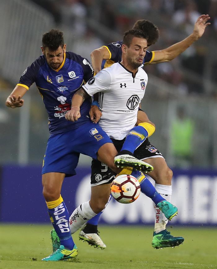 Delfín logra hazaña al vencer 2 goles a 0 al Colo Colo en Chile