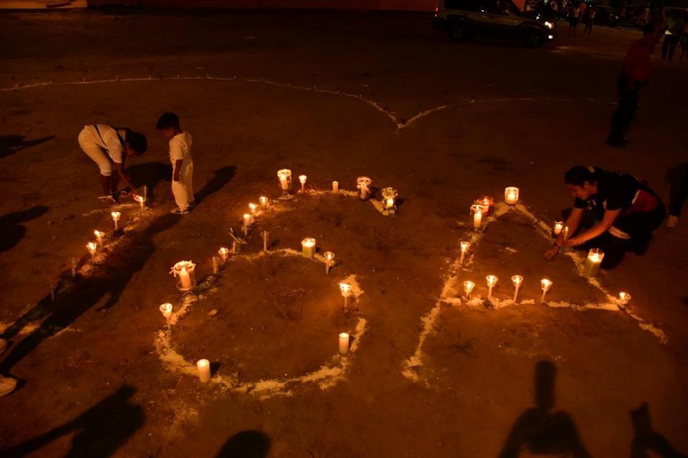 En la exbahía Tarqui, familiares y amigos formaron las letras 16A
