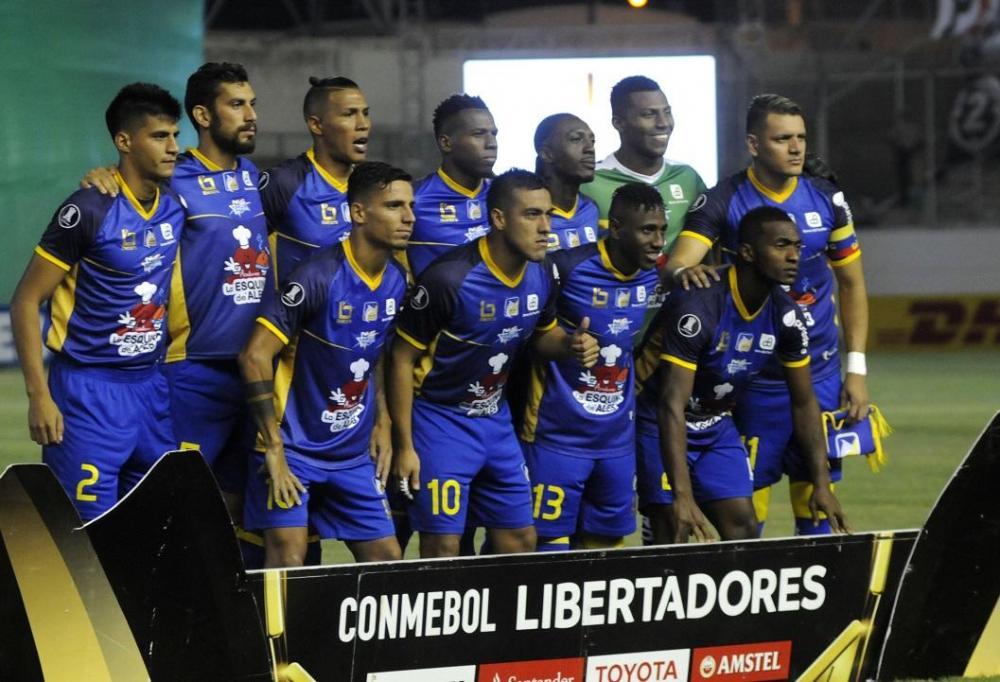 Equipo manabita posa para la foto oficial de este partido en la fecha 4 de la Copa Libertadores de América