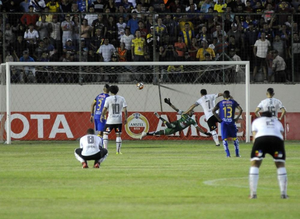 Esteban Paredes marca el segundo gol de penal al minuto 44 del cotejo