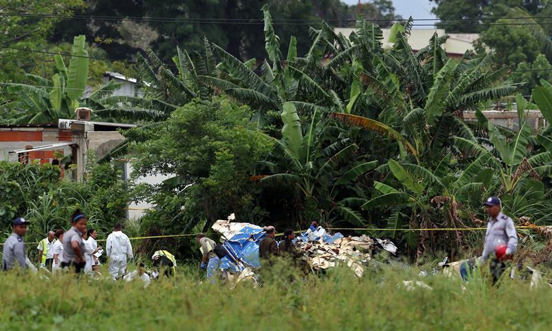 El avión se estrelló hoy en las inmediaciones del aeropuerto internacional de La Habana