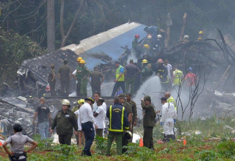Un avión de Cubana de Aviación con 104 pasajeros se estrella en La Habana