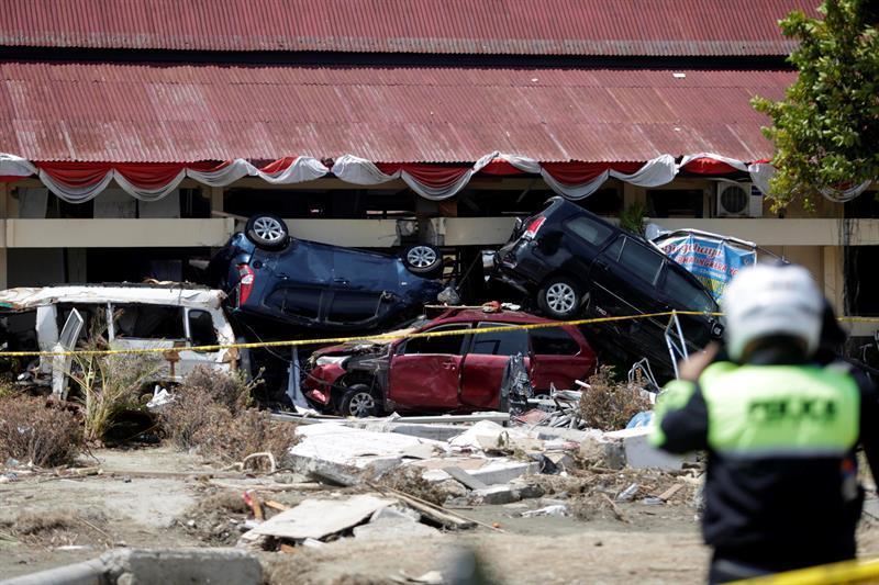 Las autoridades indonesias elevaron hoy a 1.234 la cifra de víctimas mortales