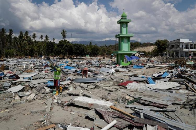 Indonesia: Más de mil muertos y una isla devastada por terremoto y tsunami