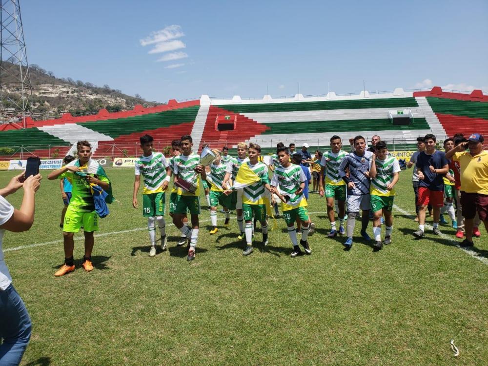 Santa Ana campeón de la XXV Copa El Diario-FDM tras vencer en penales a Portoviejo