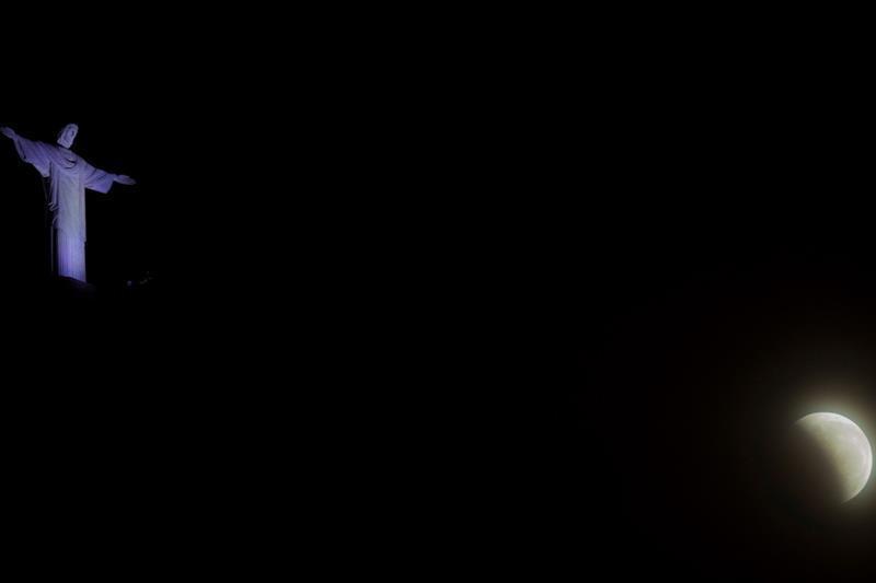 Las mejores fotos del eclipse de luna roja alrededor del mundo-Brasil