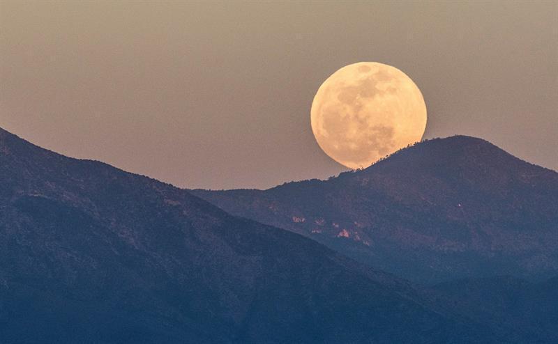 Las mejores fotos del eclipse de luna roja alrededor del mundo-México