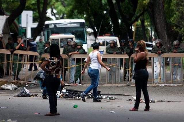 Autoridades venezolanas no logran controlar motín en cárcel