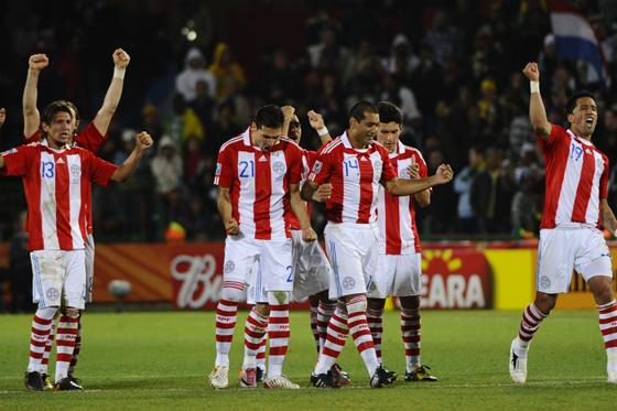 Paraguay sufre, pero clasifica a cuartos de final