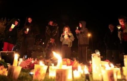 La congresista Gabrielle Giffords de EEUU lucha por su vida después del disparo en la cabeza