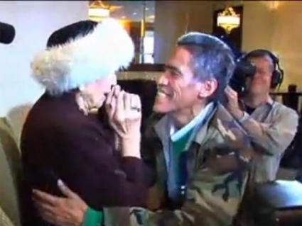 Ted Williams, 'vagabundo de la voz de oro', se reencuentra con su mamá