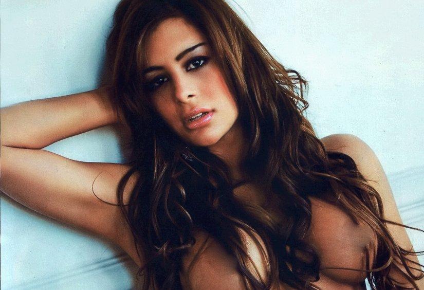 Larissa Riquelme desnuda: sus fotos eróticas en 'Hombre'
