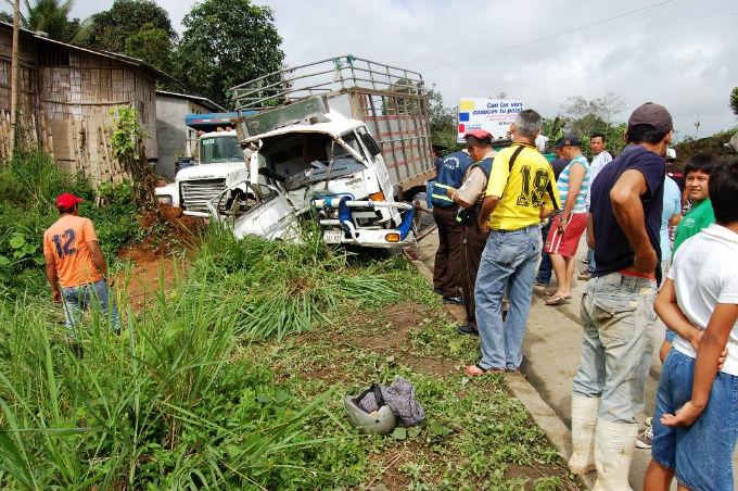Choque de vehículo deja cuatro heridos