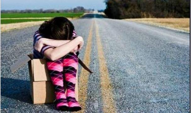 Abandonan a sus hijos por la crisis