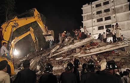 Arrestan a nueve personas por derrumbe de edificio