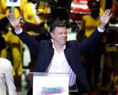 Rotunda victoria de M. Santos en la presidencia