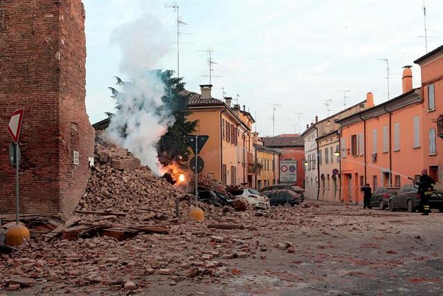 Terremoto de 5,9 grados en Italia deja seis muertos