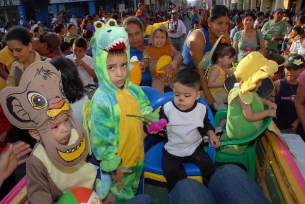 Portoviejo inicia sus fiestas con un colorido pregón