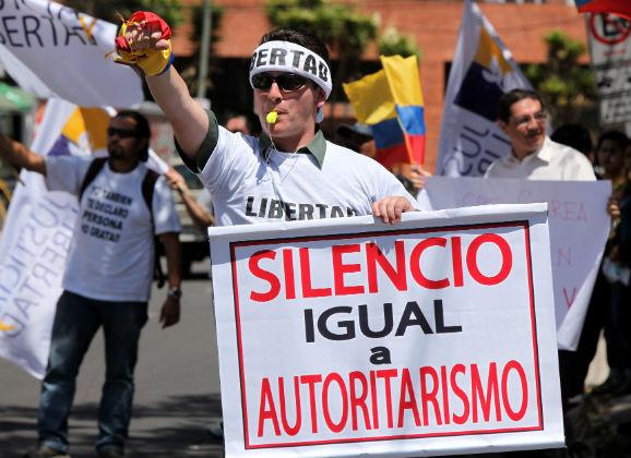 Suspensión de canal Teleamazonas agita el ambiente político