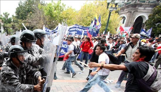 Manifestación de universidades finaliza con incidentes violentos