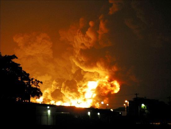 Incendio en refinería puede causar un desastre medio ambiental en Puerto Rico