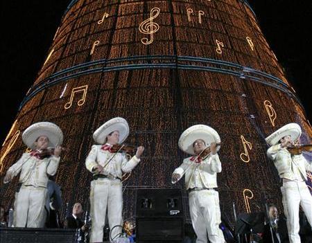 México obtiene récord Guinness con árbol navideño de 110,35 metros de altura