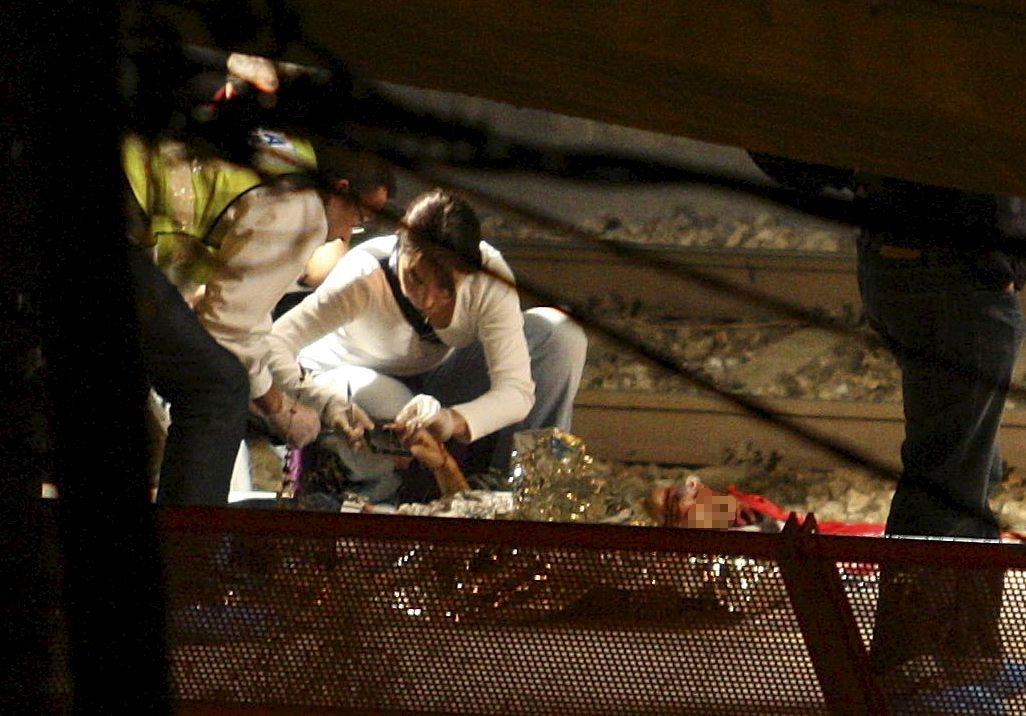 Mueren 12 personas arrolladas por un tren en España