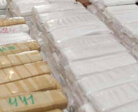 Decomisan más de una tonelada de clorhidrato de cocaína