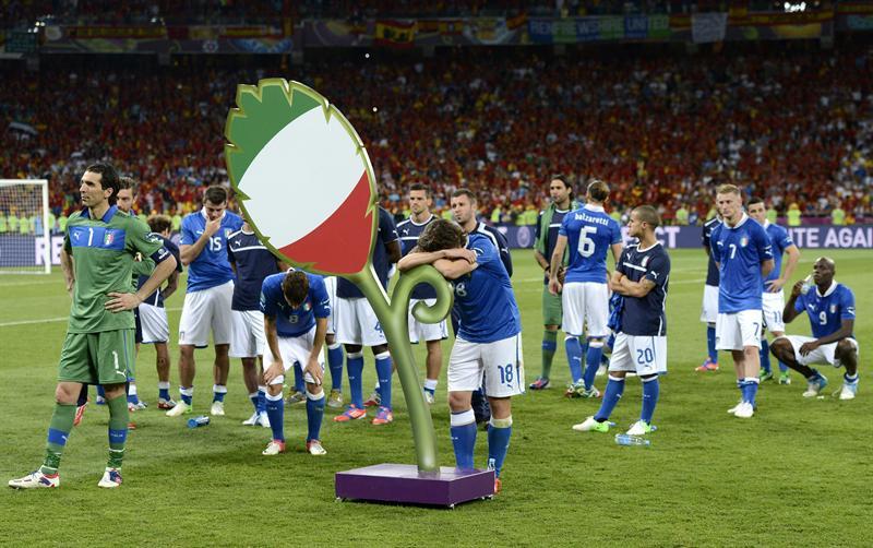 La selección italiana es recibida con aplausos