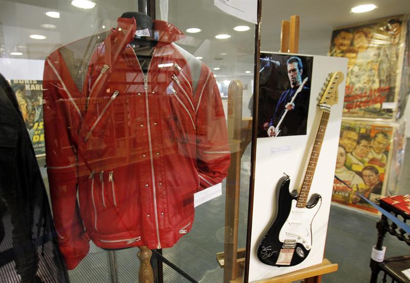 Subastan legendaria chaqueta de Michael Jackson