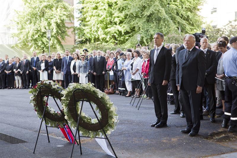 Noruega recuerda un año de la mayor tragedia del país