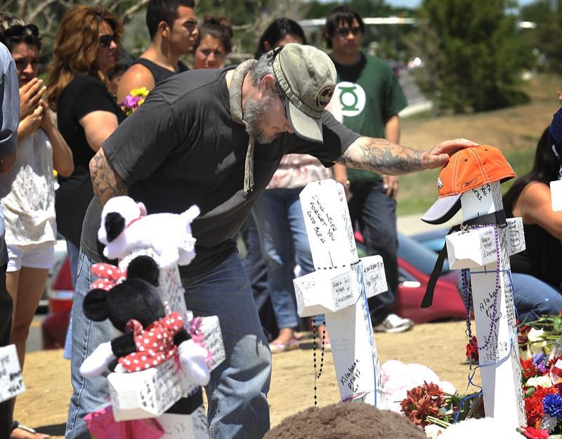 Warner donará dinero a víctimas de la masacre